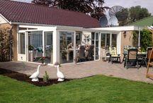 2. Luxe tuinkamers - Batist hobbykassen / Batist Hobbykassen produceert en levert mooie luxe tuinkamers om u in het voor- en najaar volop te laten genieten van het buitenleven. Informeer vrijblijvend naar de mogelijkheden bij u. Bel 0174-290727 of mail uw vragen naar hobbykassen@batistwestland.nl