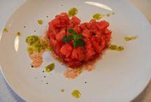 Corsi di cucina roma 2 / Siamo una piccola scuola di cucina amatoriale di Roma. Abbiamo costruito una cucina didattica dalle piccole dimensioni che supporta massimo 6-7 persone per corso.
