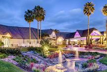 Hilton Del Mar / This all-inclusive venue has spaces and services for the ceremony, reception and even for relaxing afterward. The Del Mar Ballroom, which accommodate up to 400 Guests, can be transformed to match any theme or event design. Select this resort style setting for an indoor or outdoor ceremony or take advantage of the hotel's partnership with local beaches and parks to marry away from the hotel grounds. The hotel is half a mile from the beach.