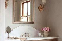 bathroom /cabinets