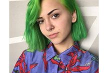 Hair Inspo / Vibrant green is so edgy !!!