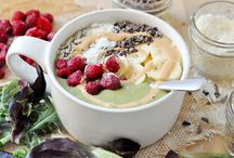 Vegan Smoothie Bowls / Beautiful vegan smoothie bowls! Easy healthy smoothies, topped with granola, coconut, fruit and more. So pretty and full of nutritious ingredients. Fun for kids too!