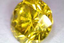 Diamants HD / Photos HD de diamants blancs et diamants de couleur. grossissement compris en général entre x10 et x30