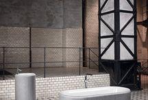 Style Industriel : Une salle de bains au Design Radical / Trouvez de l'inspiration pour vos salles de bains dans notre tableau Style Industriel.   Des matières brutes, des formes radicales, un design extrêmement contemporain, pour vos baignoires, vos lavabos, vos douches, vos meubles, vos accessoires, et votre déco de salle de bains.   #Maison #Industriel #Indus #Industrial #Home #Style #Deco #Idées #Inspiration