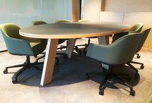 vergaderruimtes / Wij richten efficiënte en sfeervolle vergaderruimtes in. Ontdek ook het nieuwe vergaderen zoals staand vergaderen en vergaderen in onze akoestische vergaderunits en office booth.