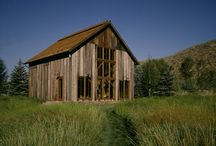 Marsh-Winton Guest Barn / This owner came to us after following our work in a variety of publications. Although a small project, he wanted this Sun Valley residence to have character. Aged barn wood, rusted metal and a turn-of-the-century Vermont post and beam barn gave the guest house the personality he desired—not to mention storage for his sailboat as well.