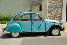 2CV / Retrouvez toutes les images de notre 2CV. Familièrement appelée Deuche ou Deudeuche, c'est une voiture populaire française produite par Citroën entre le 7 octobre 1948 et le 27 juillet 1990. #2cv #deuche #mehari