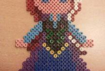 Figuren van strijkkralen gemaakt door chayenne