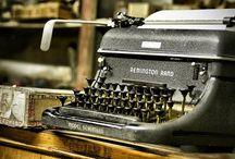 Cosas que usamos cada vez menos / Muchos de estos objetos en verdad ya ni los empleamos en nuestro trabajo. Sin embargo, en algunas redacciones todavía se encuentran. Pura nostalgia / by Cdperiodismo