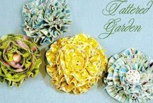 Süslü fırfırlı kumaş çiçekler