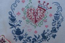 Meus Bordados / My Stitching / Aqui mostro os meus artesanatos principalmente ponto cruz, que faço como passa-tempo e as vezes também vendo. / Here I show you my last stitches, mostly cross stitch, I do these to pass the time and sometimes I even sell some of them.