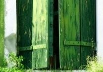 Colour - Groen - Grün - Green Anders Style / Groen: een natuurkleur die huiselijk en rustgevend is. Groen is een kleur die lichaam en geest in balans brengt.. Is een kleur met weinig risico en laat zich goed combineren met natuurlijke materialen. Groen werkt ruimte vergrotend in het interieur.