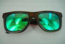 Bamboo tostado kelly green / Gafas polarizadas de madera de bambú oscura con lente espejada de color kelly green. Hazlas únicas personalizándolas con tu mensaje exclusivo. www.soniapew.es