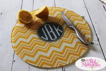 In The Kitchen / Dress up your kitchen counter with a pretty monogrammed cutting board. Tons of ideas and patterns to choose from.