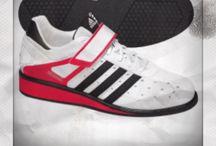 Crossfit Schuhe von Adidas / CROSSFITSCHUHE.DE stellt euch hier die besten Crossfit-Schuhe von Adidas vor! Alle Reviews und wertvolle Informationen bekommt ihr auf http://www.crossfitschuhe.de