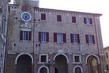 Senigallia / Invasione del centro storico di Senigallia. Ritrovo in Piazza del Duca il 21aprile alle ore 17:00 Invasore: Eleonora Tramonti