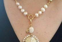 collar perla piel