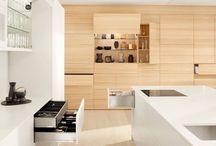 Ergonomiczna kuchnia - jak ją zaprojektować? / Jedną z najważniejszych zasad podczas urządzania kuchni, jest ergonomiczne rozplanowanie przestrzeni. O tym, z jakich stref użytkowych składa się kuchnia, jak należy je zaprojektować i właściwie rozlokować, mówi p. Zbigniew Wężowski, właściciel studia mebli Impuls ze Stargardu.