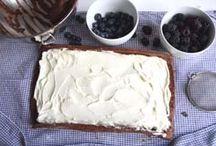 Kuchen / Brombeer-Heidelbeer-Schokoladen-Biskuitrolle