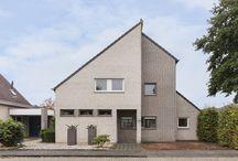 VERKOCHT: Walessingel 15 Rosmalen / In een zeer kindvriendelijke woonwijk 'Overlaet' gelegen vrijstaande woning. De woning is gelegen aan een autoluwe weg en een breed plantsoen. Deze woning ligt nabij diverse winkels, sportvoorzieningen, scholen, het centrum van Rosmalen en diverse uitvalswegen. De woning is gelegen op een ruim perceel met aan de voorkant van de woning 2 eigen parkeerplaatsen. Vraagsprijs: €519.000,- k.k.