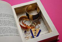Livre-boite / Un livre assez epais et large a ete decoupe. Les pages ont ete collees entre elles.