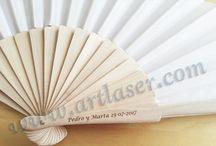 Abanicos / Abanicos en madera de bambú personalizados y de diversos colores. Solicite cotización sin compromiso.