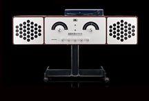 Brionvega sistemi audio di design - CLASSICDESIGN.IT / Sistemi Hi Fi di design Brionvega, progettati da design AchilleCastiglioni, Piergiacomo Castiglioni, Marco Zanuso, Richard Sapper  I prodotti Brionvega sono esposti nei più importanti musei d'arte contemporanea del mondo e oggi si rinnovano i restando fedeli alle linee innovative che ha reso questi prodotti di culto.  I sistemi audio Brionvega hanno fatto la storia del design e del made in Italy e oggi rinascono dotandosi delle migliori tecnologie per migliorare l'esperienza sonora.