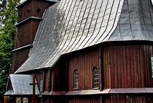 Kontrasty  / Lubicie kontrasty? Stary zabytkowy kościół i nowoczesna limuzyna?