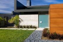 Il faut bien choisir la porte d'entrée / La porte d'entrée est la carte de visite de l'espace intérieur. Un élément essentiel dans l'architecture d'un bâtiment, pour cela, on doit bien choisir la porte d'entrée qui doit lié entre l'extérieure et l'intérieur de l'espace . http://tafdeco.com