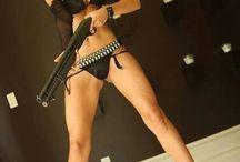 Babes with gun'z