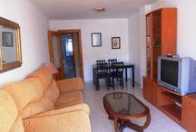 Alquiler de apartamento junto al mar  / Apartamento en zona residencial del Rincón de la Victoria ( Málaga ). A 100 m de la playa, mercadona y multiples servicios. Completamente amueblado y equipado con menaje de cocina, sábanas y toallas. Posibilidad de cuna, trona, sillita de paseo, bañera de bebé. 2 dormitorios, 1 baño, amplia terraza. Recinto cerrado con piscina y plaza de garaje. A 15 minutos del centro de Málaga. Disponible por días sueltos, semanas, quincenas o meses. Consultar precios y disponibilidad