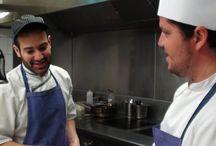 Dans les coulisses du Chapon Fin / Petite incursion dans les cuisines du Chapon Fin, à la découverte des secrets de fabrication et à la rencontre des auteurs de fantastiques créations gastronomiques.