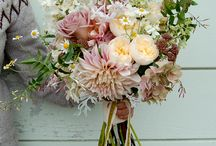 Real Dahlias / We love Dahlias! Here are a few bouquets which we love.