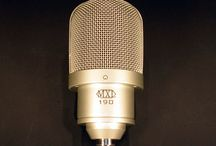 MXL 190 Studio Microphone / The MXL 190 is a premium large-capsule solid state condenser microphone featuring a low-noise FET design with a large, open-format grille cavity.