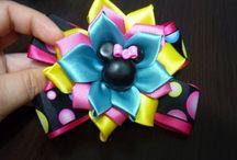 flor con cinta razo