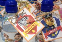 Fiesta Patrulla Canina: Decoración ⭐ Paw Patrol Party Decorations / Decoración para una fiesta de la Platrulla Canina inolvidable. Decora el cumpleaños de tu peque con las mejores ideas de fiesta de Patrulla Canina. ⭐ The PAW Patrol has your party ready to roll! With prints of Chase, Marshall, Rubble, Skye, Rocky, and Ryder on paper plates, large and small napkins, paper cups and table covers, PAW Patrol Party Supplies let you bring the entire PAW Patrol team to your top dog's birthday celebration.