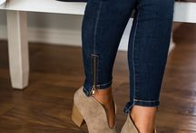 Shoes / Step out in a pair of stylish new shoes. Whether you're looking for chic over-the-knee boots or everyday casual booties, we have it all.