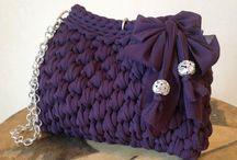 Violetti virkattu laukku