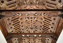 Al-Andalus. Carpintería / Imágenes de carpintería andalusí o de tradición andalusí. Aunque para algunos autores el origen está en entre dicho, en este tablero se muestran elementos de edificios medievales y de Edad Moderna.