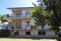 PINETO - QUARTIERE delle NAZIONI - 4 LOCALI con cantina / Soggiorno-pranzo con camino, due camere matrimoniali, una cameretta... Ottimo come investimento o come II casa € 85.000,00
