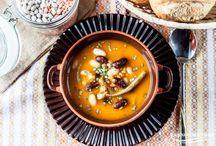 Rozgrzewające zupy / Gęsta grochówka, aromatyczny rosół, pomidorowa dobra jak u mamy i wiele innych propozycji na smaczne i rozgrzewające zupy. Zobacz!