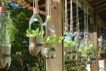 botellas recicladas colgantes