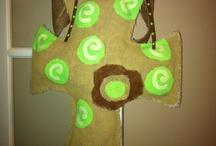 Love making burlap wreaths! / by Aubry Karvonen