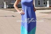 Maxi Dresses / The perfect long dresses for women! These maxi dress outfits are a great choice for any woman!
