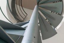 Scale in Ferro / SCALE IN FERRO CREATIVITÀ E DESIGN Per le scale in ferro si pensa al materiale più semplice, forse povero nell'immaginario collettivo, ma trasformato con sapienza: con il ferro si ottengono prodotti solidi e leggeri al tempo stesso che si traducono in design, luce, vivibilità, creatività per la struttura e la ringhiera della tua scala. http://www.alfascale.it/scale-interne/scale-in-ferro/