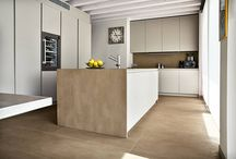 #Cucine - alcune delle nostre realizzazioni / Le nostre lastre in #gresporcellanato sono disponibili in varie dimensioni. Ci sono molte collezioni di #interiordesign e #outdoordesign per rivestire pavimenti e pareti