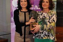 Isabel Gemio recibe el premio Clara Campoamor / Isabel Gemio ha recibido el Premio Clara Campoamor, de parte del Ayuntamiento de Madrid, por su labor conciliando vida laboral y profesional. Aquí, algunas de las fotos del momento de la entrega del premio a la periodista.