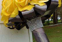 wedding flowers bouquet / by Kim Johns