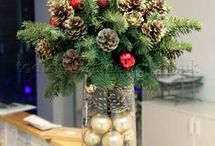 Christmas Flower Display, Seasonal flowers, Christmas Flowers, Christmas table display / Take a look at my YouTube channel for my series of 'How to' flower arranging tutorials, practical ideas and tips to create beautiful DIY flower arrangements and crafts at home
