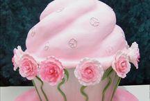 cupcake craze / by Celia Matos Beamon